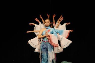Chinese Girls Dance